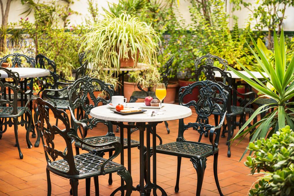 Mesón Castilla Atiram terraza