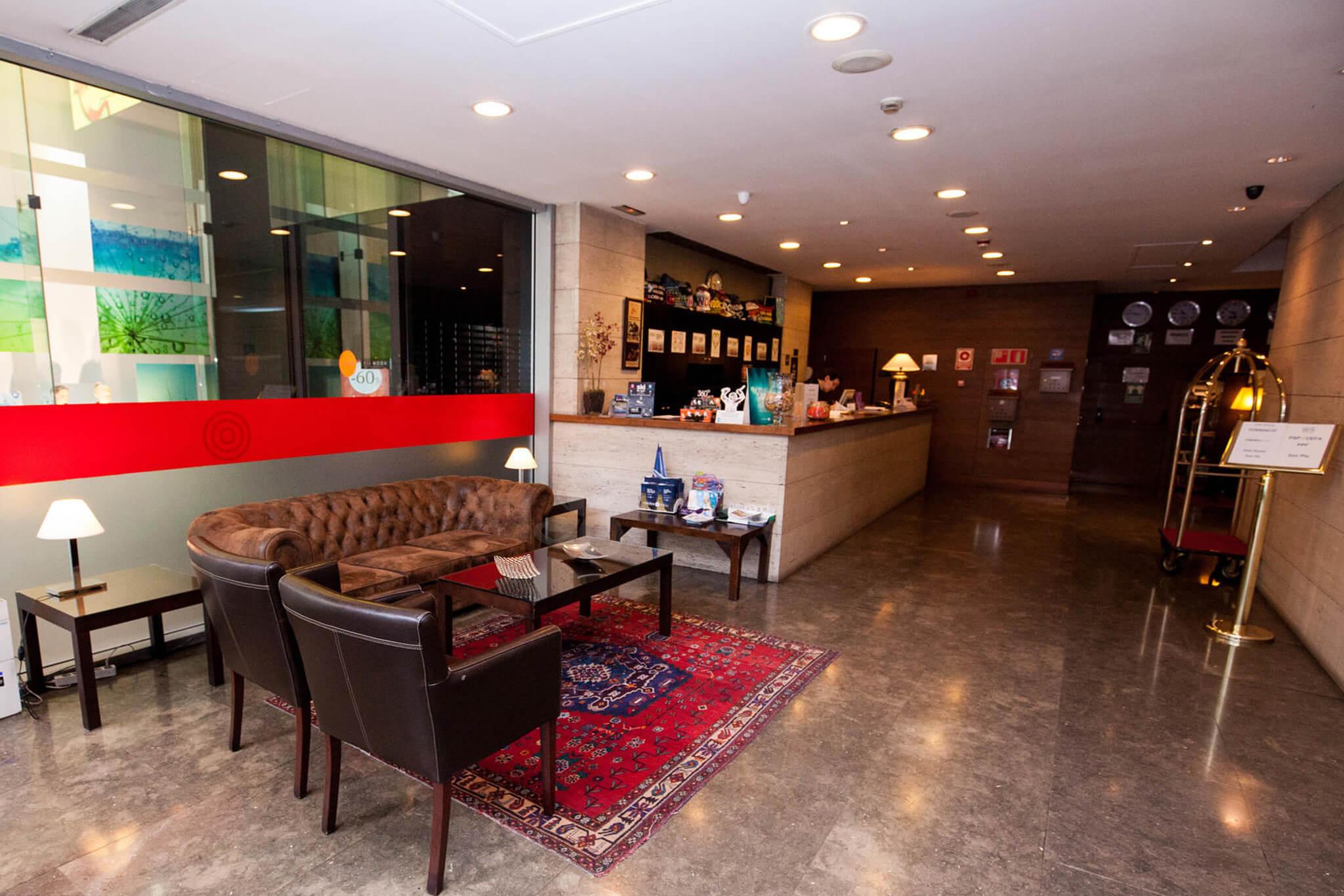 Centric atiram hotel 4 el hotel m s c ntrico de andorra for Habitaciones familiares andorra