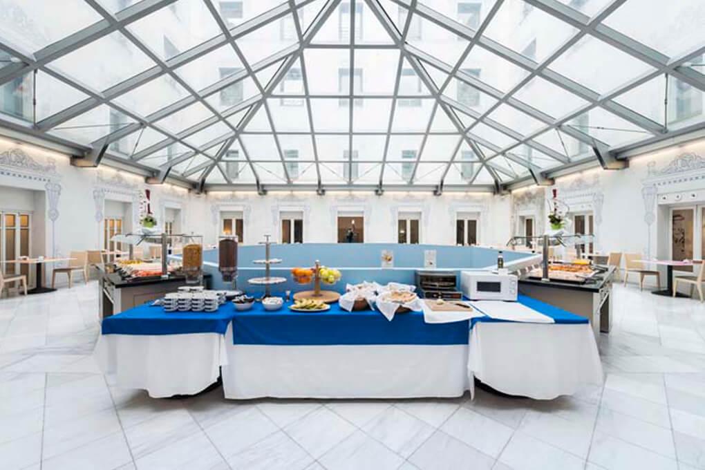 Oriente Atiram Sala Desayunos