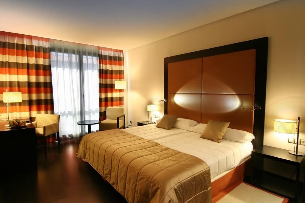 Gran hotel don manuel atiram 4 caceres espa a web for Habitaciones adultos decoracion