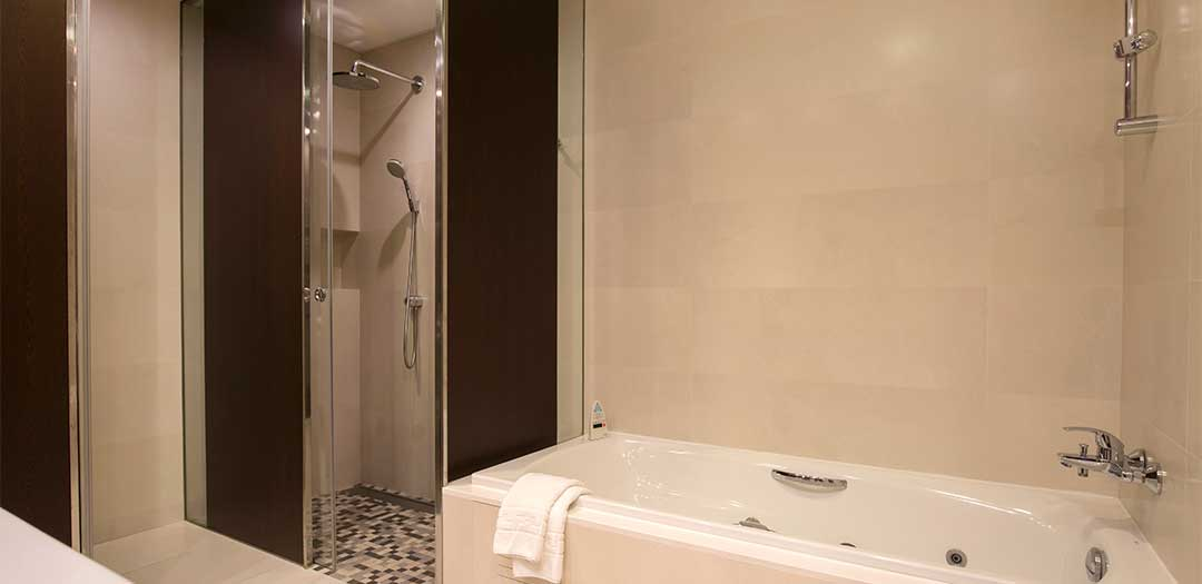 Mola_park_hotel_Junior_Suite_banera_ducha