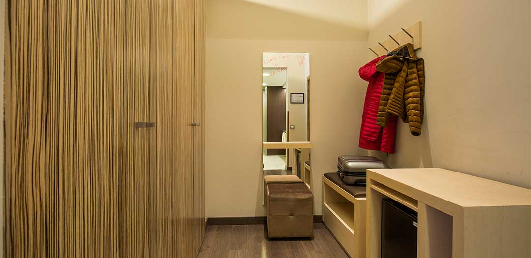 Mola_park_hotel_Junior_Suite_vestidor