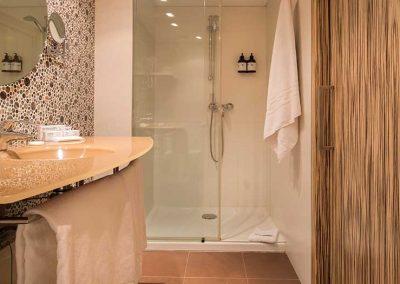 Mola_park_hotel_estandard_bano_ducha
