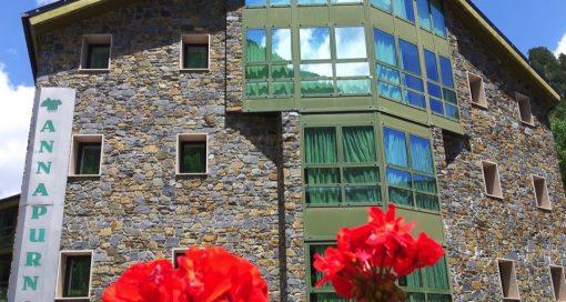 Annapurna Atiram fachada verano