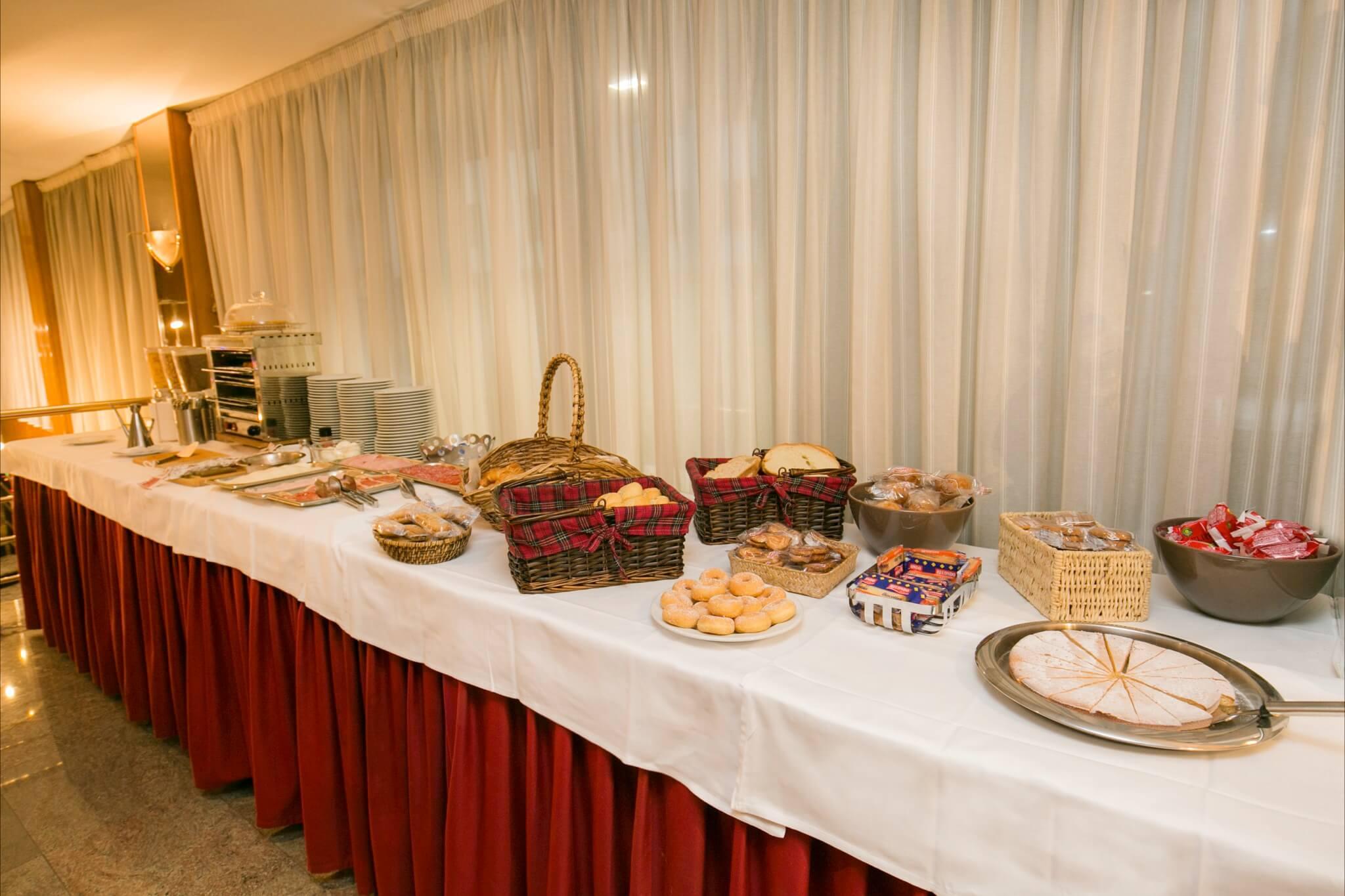 Imperial Bufet desayunos1_2048x1365