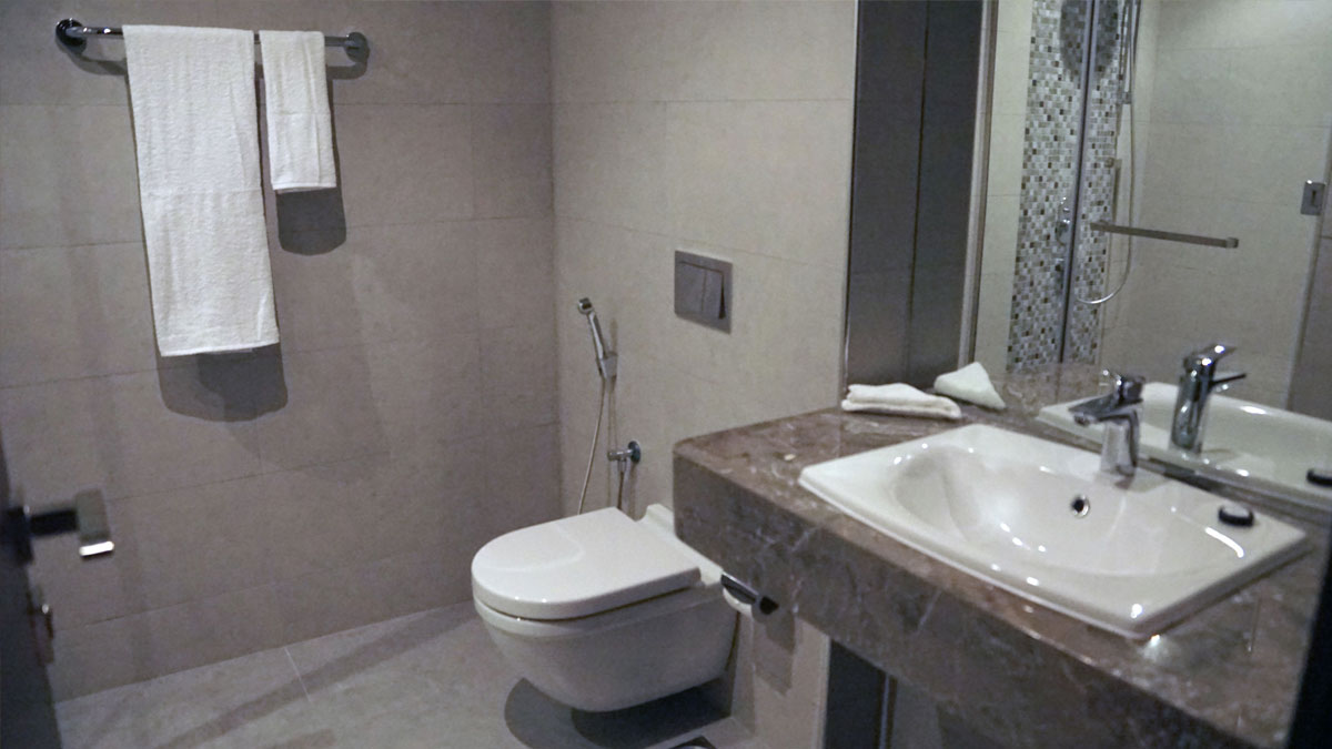 Triple-executive-suite-bathroom