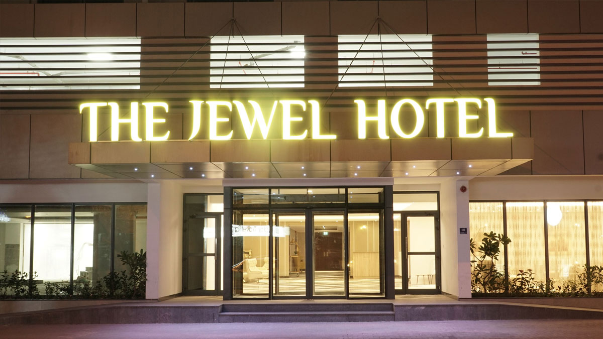 jewel-hotel-entrance-night